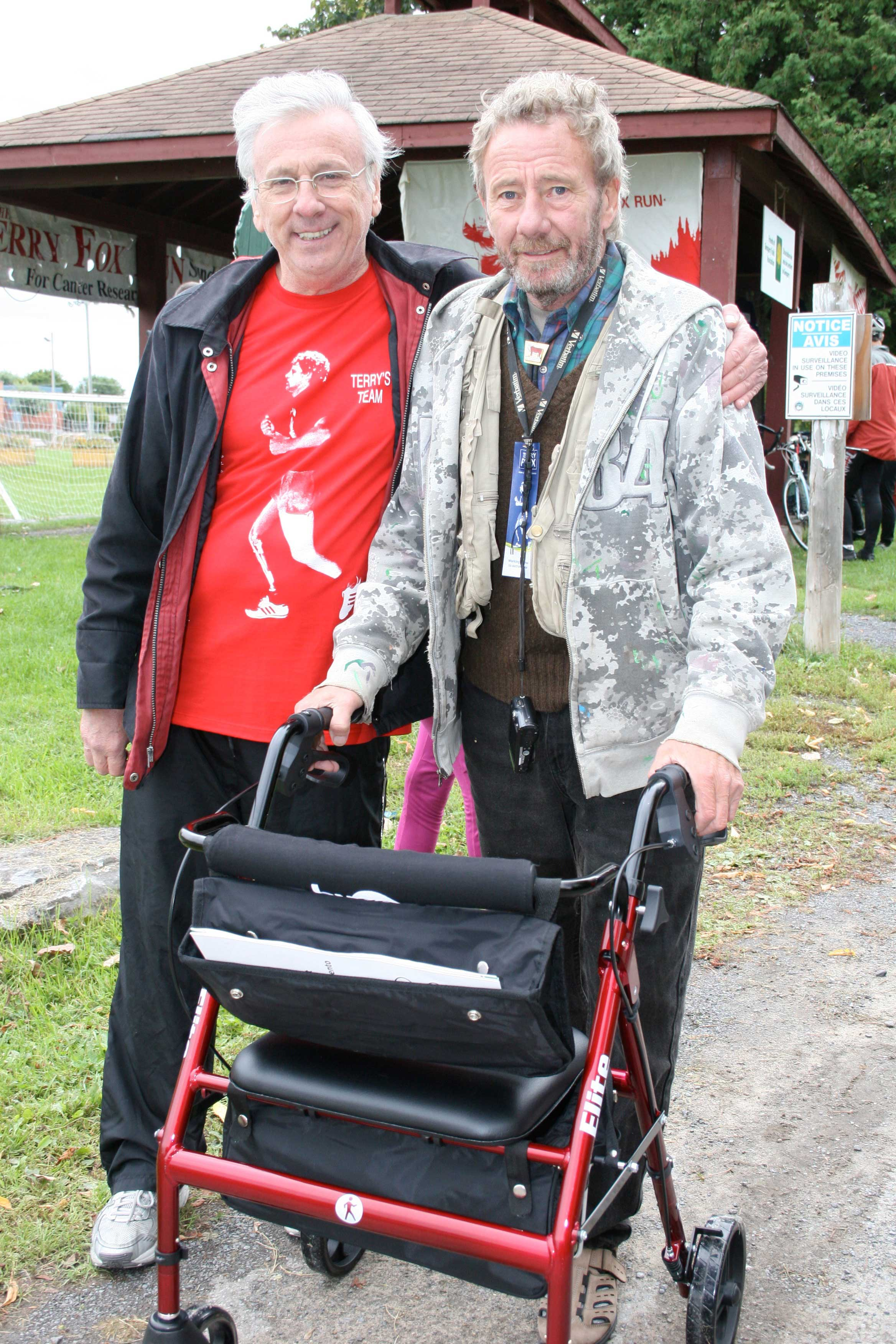 Bob Hardy giving a Hugo Elite to Michael Cartwright at the 2014 Terry Fox Run in Alexandria, Ontario
